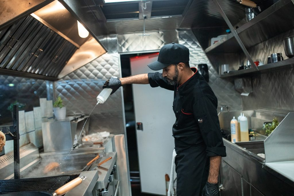 mobile kitchen - food trailers - food truck